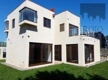 Lomas Montemar, amplia casa,4 dormitorios, estar, loggia, jardín